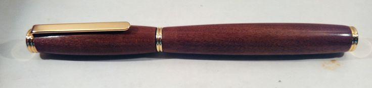 Penna stilografica in legno di mogano  di RegaliArtigianali su DaWanda.com
