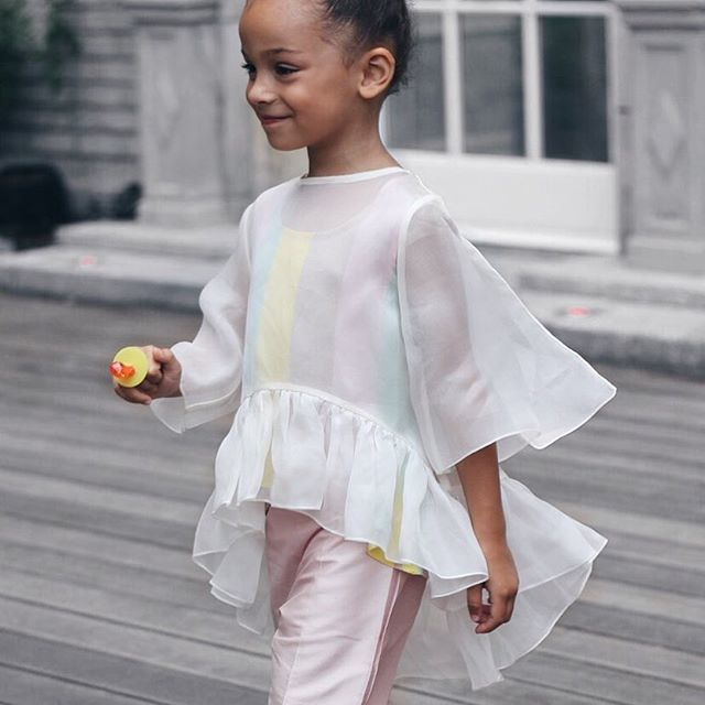 I'm on the hunt to find this silk organza top for myself, from @aristocratkids.