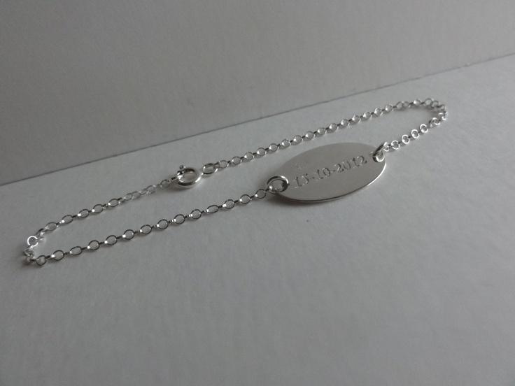 Gegraveerde armband geschonken door Simple Comme Bonjour.  http://www.derozedoos.be/fun/wedstrijden/valentijnswedstrijd-win-een-uniek-juweel.aspx