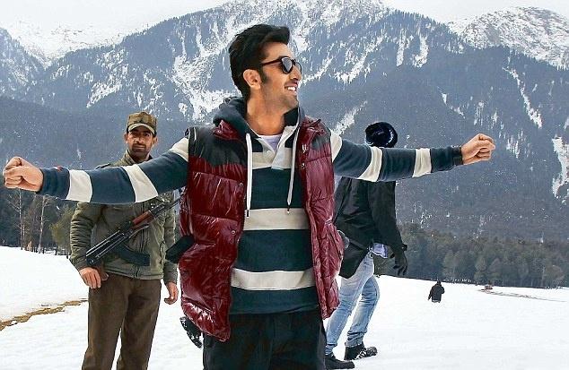 Ranbir Kapoor shooting Yeh Jawani Hai Deewani song in Kashmir........