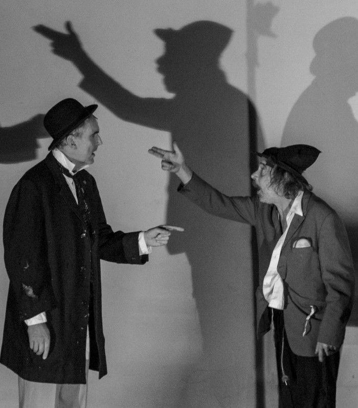 Wachten op Godot (Samuel Beckett) door Ensemble Leporello - 2,5/4