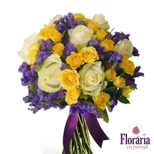 Buchet trandafiri albi, galbeni si flori mov