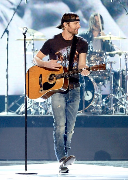 Dierks Bentley - love that backwards hat!