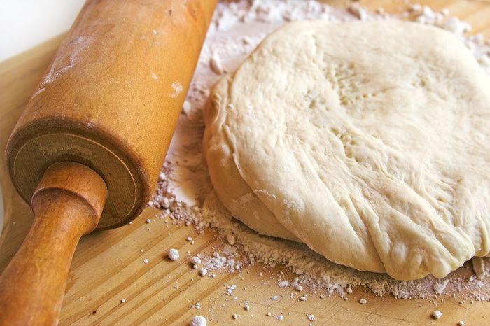 1. Всегда добавляйте в тесто разведенный картофельный крахмал – булки и пироги…