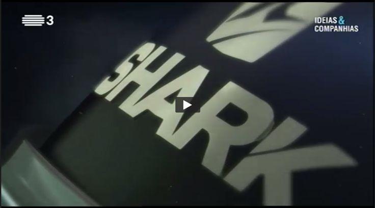 É com muito orgulho que partilhamos a apresentação da Fábrica SHARK em Portugal no Programa da RTP Ideias & Companhias, publicada no passado dia 30 de abril de 2017. Ver nos primeiros 7 minutos! Fique a conhecer as instalações do fabricante francês e os mais recentes processos de fabrico dos capacetes SHARK. #lusomotos #shark #capacetes #RTP1 #IdeiaseCompanhias #abril #fábrica #Portugal #omelhorquesefazemportugal