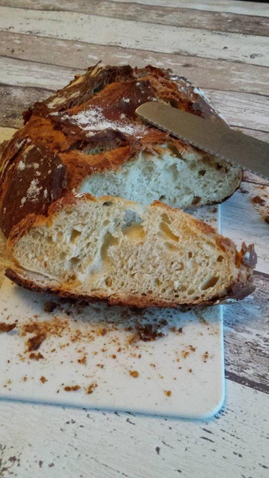 Cela fait un moment ( bien 1 an je pense ) que je n'avais pas fait de gros pain, du coup cet am mes 2 grands voulaient en faire ! Ici j'ai utilisé la ultra pro de Tupperware grâce à Sylvia Brosset que vous pouvez contacter sur facebook en cliquant ici...