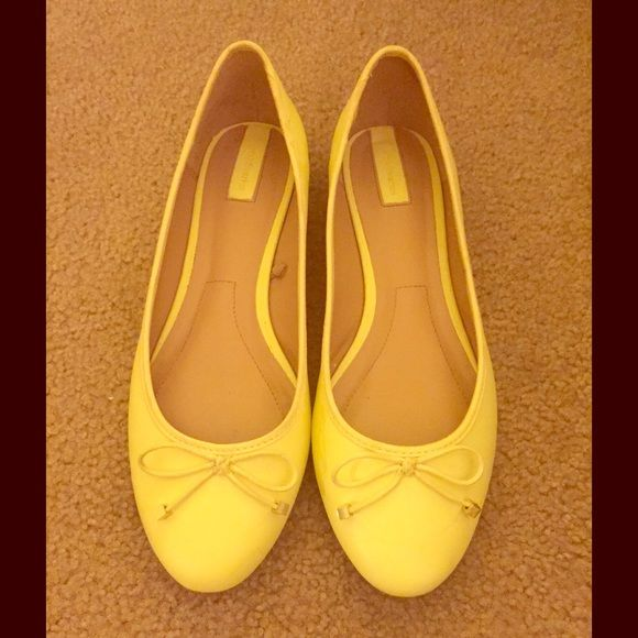 Sweet Yellow Ballet Flats Sweet yellow ballet flats with bow detail, cushioned soles, slight such on one , worn a few times, otherwise in excellent condition Strativarius Shoes Flats & Loafers