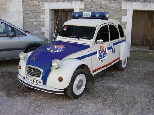 Citroen 2cv police car.  v@e.