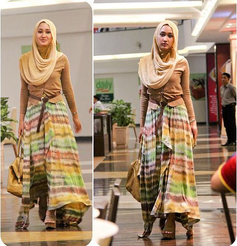 Mrs. Dian Pelangi is one of young desaigner moeslem in indonesia i love it !!!