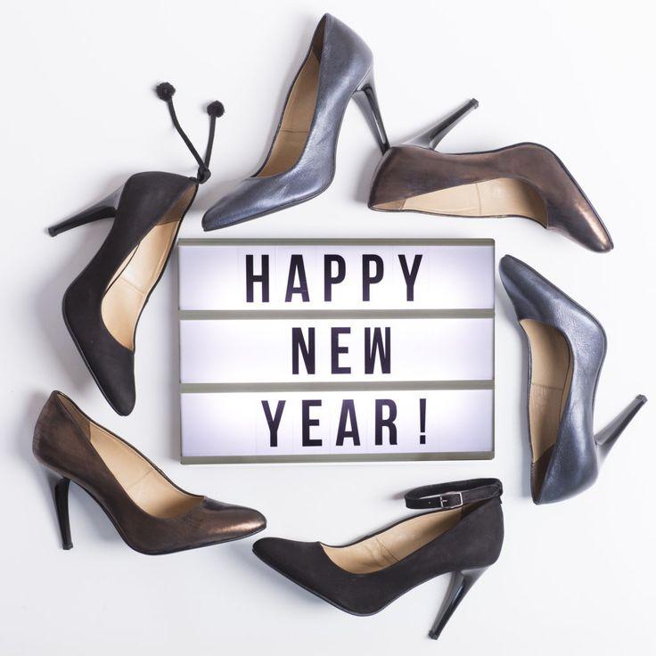 Szczęśliwego Nowego Roku, dużo szczęścia, miłości i pięknych butów!   #shoes #lankars #highheels #stilettos #black #leather #brown #elegsnt #woman #fashion #instagram #flatlay #happynewyear #beautiful
