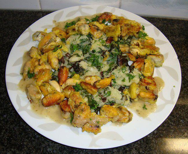 Recept voor Gebakken mosselen in deegkorstje en slapuree. Meer originele recepten en bereidingswijze voor visgerechten vind je op gette.org.