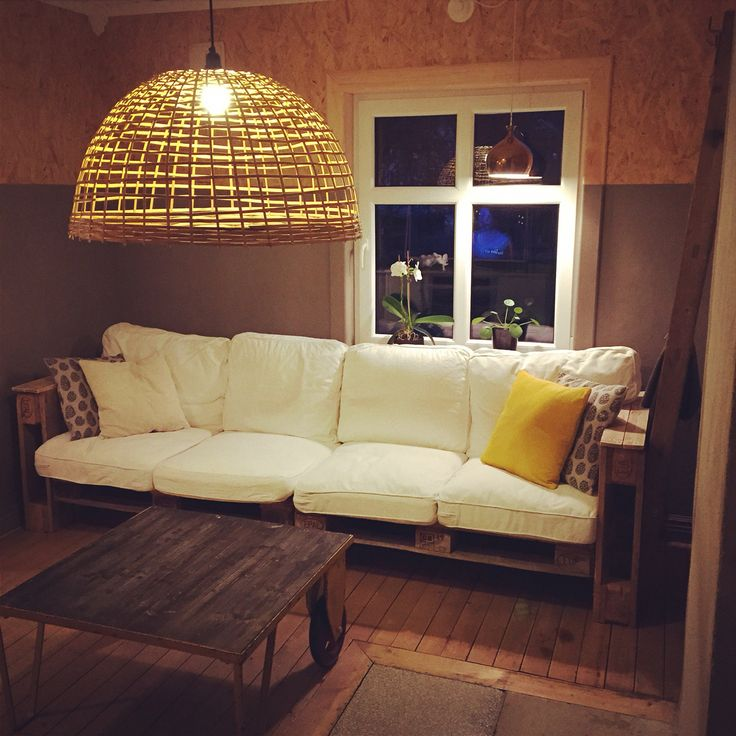Tv-room with big family sofa build out of pallets.