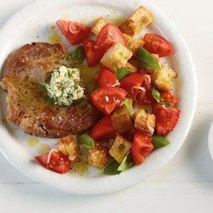 Schweinenacken mit Tomaten-Brot-Salat