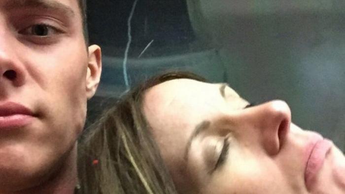 Viral Medsos - Foto Selfie Cowok Ini Jadi Bahan Omongan Netizen, Lihat Siapa yang di Sampingnya
