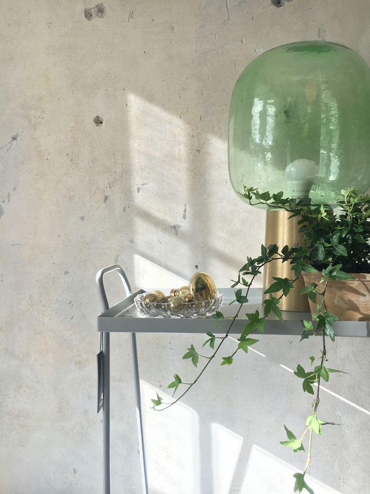 Lampe og lille bord. House Doctor -foto pernille albers