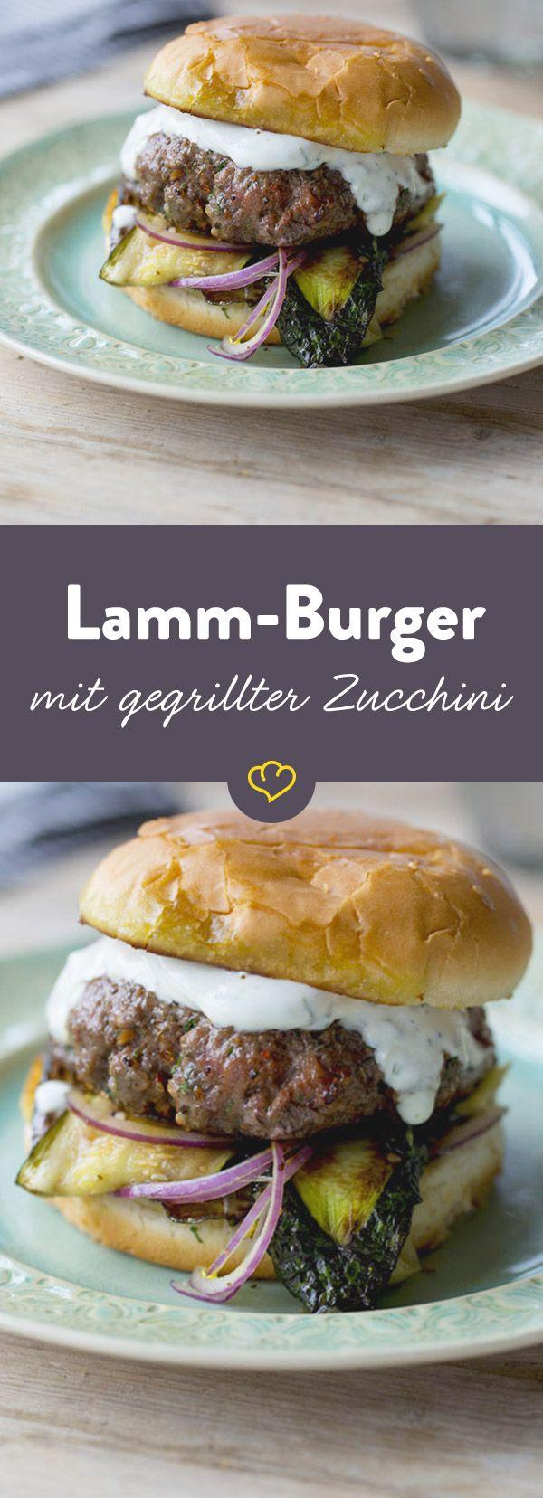 Dieser typisch griechische Lamm Burger vereint alle Aromen und Zutaten der griechischen Küche auf einem raffinierten Burger.