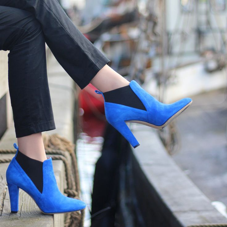 A comfortable high heeled boot made with blue suede and soft elastic. Leather lining and an orthopaedic insole. 8,5 cm heel height.Pre-orderexpected delivery date: Mid-November. Coupons may not be used.