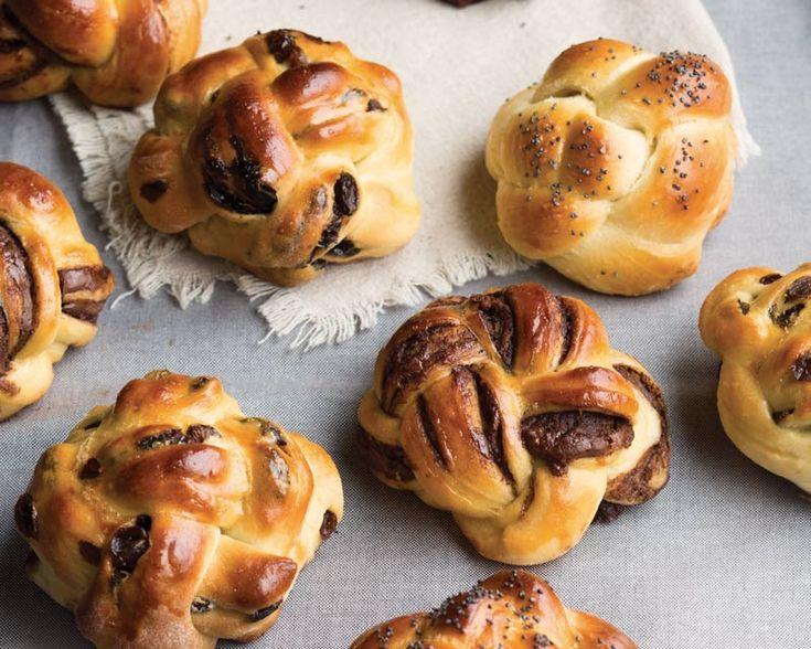 Small Challah Buns with Vanilla Bean Raisin Thyme Filling