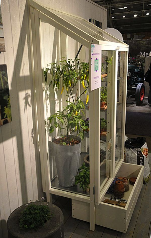 A Green Vitrine for Your Balcony