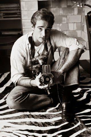 Sean Flynn- Autoportrait dans son appartement parisien, années 1960