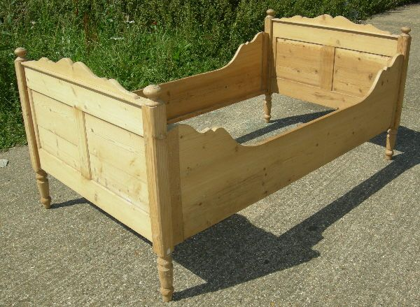 ANTIQUE PINE BED - 19th Century French Pine Single Child