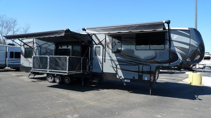 2015 Cyclone Cy4200 Toy Hauler King Bed 2 Full Baths Side