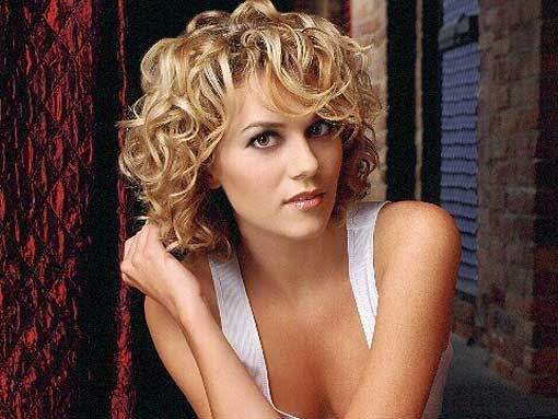 http://www.hairstylestime.com/images/hilarie-burton-hairstyles/Hilarie-burton-433300206.jpg