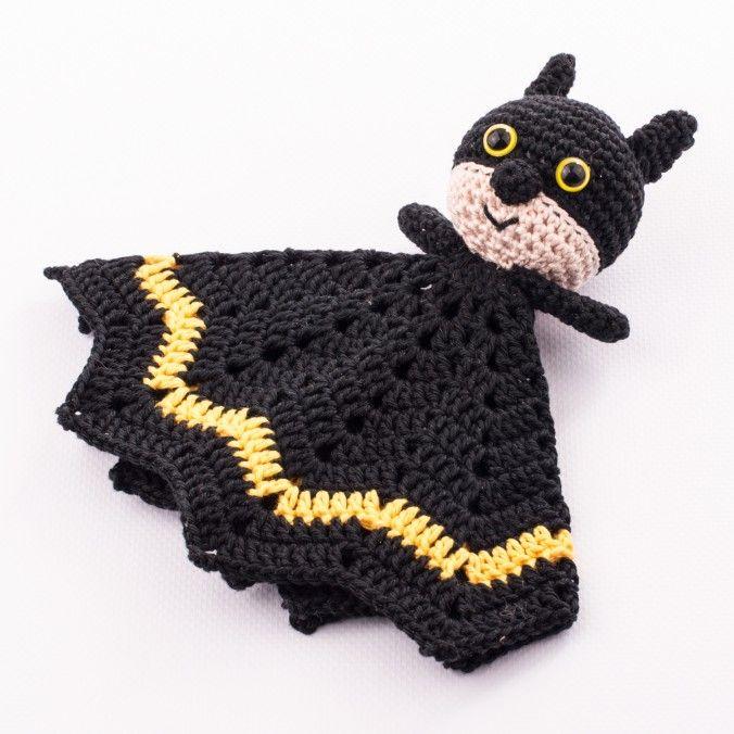 Batman Snuggle/ Comforter / Lovey - Free Amigurumi Crochet Pattern here: http://www.dendennis.nl/pattern/free-amigurumi-pattern-batman-snuggle/