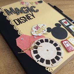 Esse é um álbum divertido e prático! Perfeito para colar suas fotos e recordações da viagem para a Disney!  Seu estilo diário permite que você monte ele do seu jeito, cole fotos, recordações, escreva mensagens ou personalize a página.  #scrapbook #disney