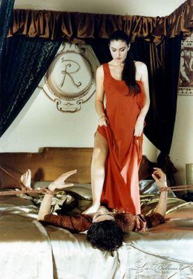 Monica Bellucci victory pose