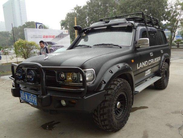 Toyota Land Cruiser 80 Series is matte black in China