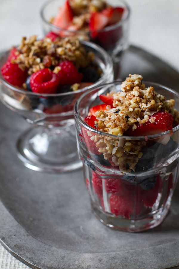 no-bake summer berry crisp. | eat / drink. | Pinterest