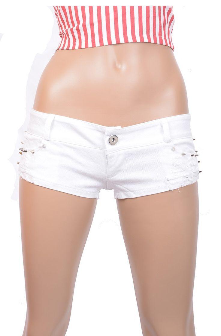 Шорты женские короткие джинсовые белые с шипами. Шорты женские короткие с металлическими украшениями. Эти летние джинсовые шоры подойдут для ночного клуба. Размеры в наличии S, М, L.