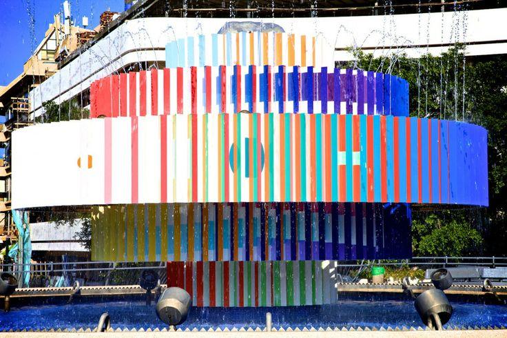 La Fontaine Yaacov Agam http://www.vogue.fr/culture/carnet-d-adresses/diaporama/les-hot-spots-de-tel-aviv/18266/image/992373#!7