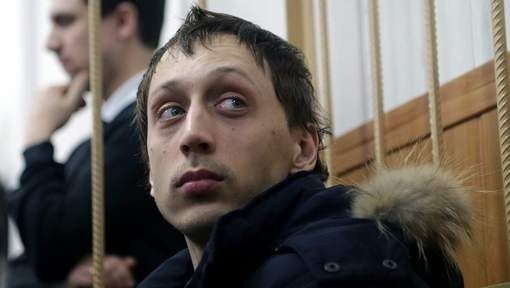 Na de aanslag met zwavelzuur op de balletleider van het Bolsjojtheater in Moskou heeft het Russische gerecht de danser Pavel Dmitritsjenko in voorhechtenis geplaatst. Het gevaar bestaat dat de man vlucht, aldus de rechtbank in Moskou donderdag. De 29-jarige danser van het legendarische theater zou de opdracht gegeven hebben tot de aanslag op Sergej Filin op 17 januari gegeven.