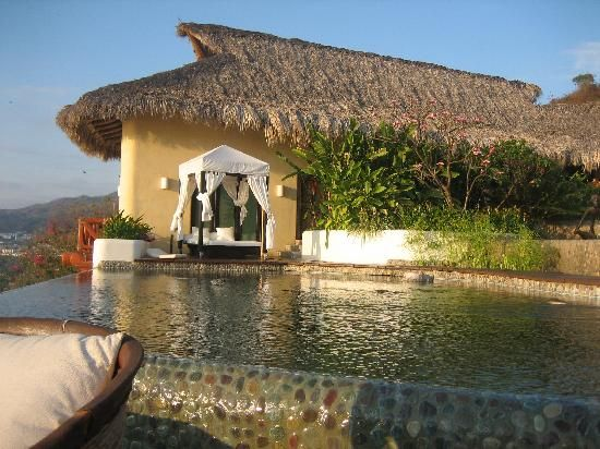 Foto de Tentaciones Hotel, Zihuatanejo: Thalia suite behind the ...