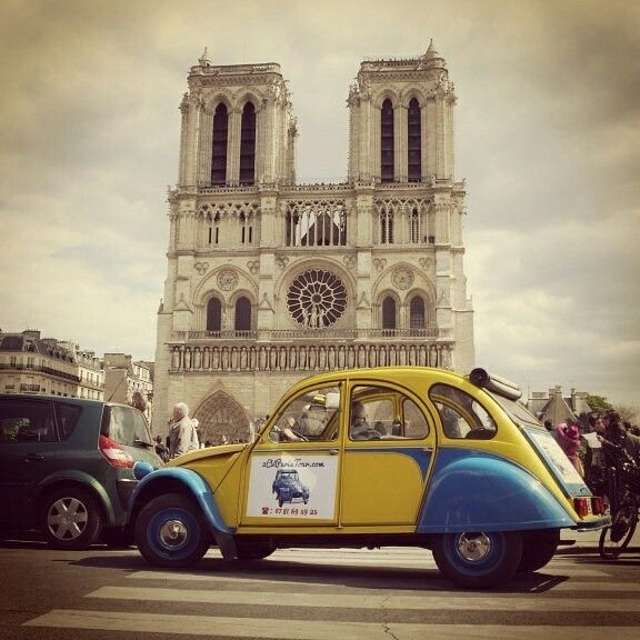 Eglantine the #2cv in #Paris in front of Notre Dame!
