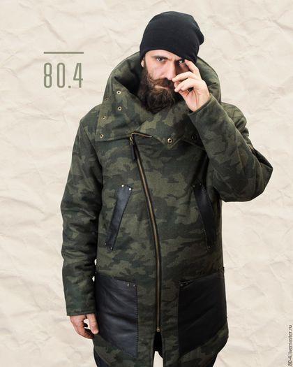 Купить или заказать Дизайнерская зимняя куртка для мужчин в интернет-магазине на Ярмарке Мастеров. Зимняя мужская куртка на шерстипоне, с асимметричной застёжкой, резными линиями и объёмным воротником. Куртка имеет 4 лицевых кармана и 2 внутренних для удобства, а также карман на левом рукаве. Объёмный воротник застёгивается на кнопки в 3х разных положениях, в зависимости от желаемого вида. Косая металлическая застёжка-молния оттенка 'латунь' сочетается с кнопками.