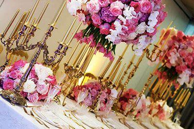 allestimento tavola imperiale wedding luxury rosa e oro centrotavola con orchidee e tulipani candelabri dorati
