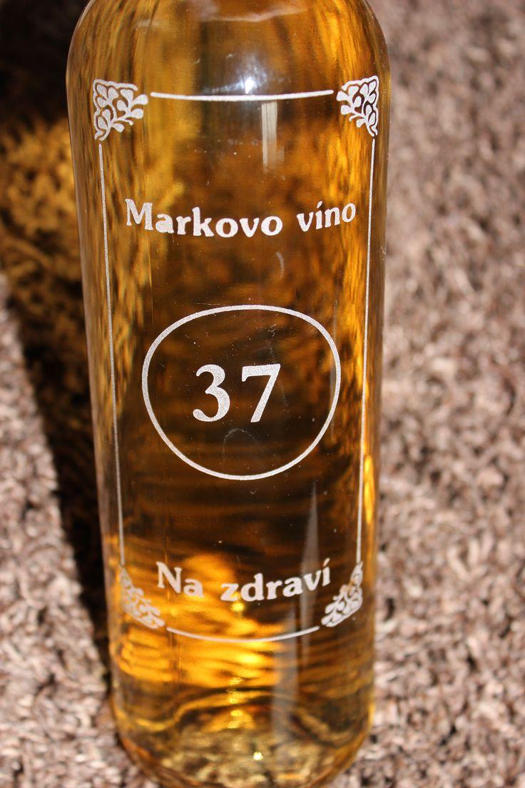 Láhev vína s přáním.