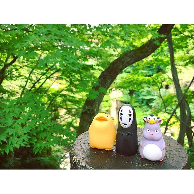 【ghiblipuppets】さんのInstagramをピンしています。 《緑がいっぱいだね🌿 #おおとりさま #カオナシ #坊ネズミ #夏 #森林 #自然 #緑 #千と千尋の神隠し #ジブリ #summer #forest #nature #green #noface #ootorisama #bohmouse #spiritedaway #ghibli》