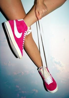 Nike Seguici su Hermans Style diventa nostra fan ed entrerai nel mondo fantastico del Glamour !!!  Shoe shoes scarpe bags bag borse fashion chic luxury street style moda donna moda uomo wedding planner  hair man Hair woman  outfit time watch nail  print photo foto fotografia cartoline Photography