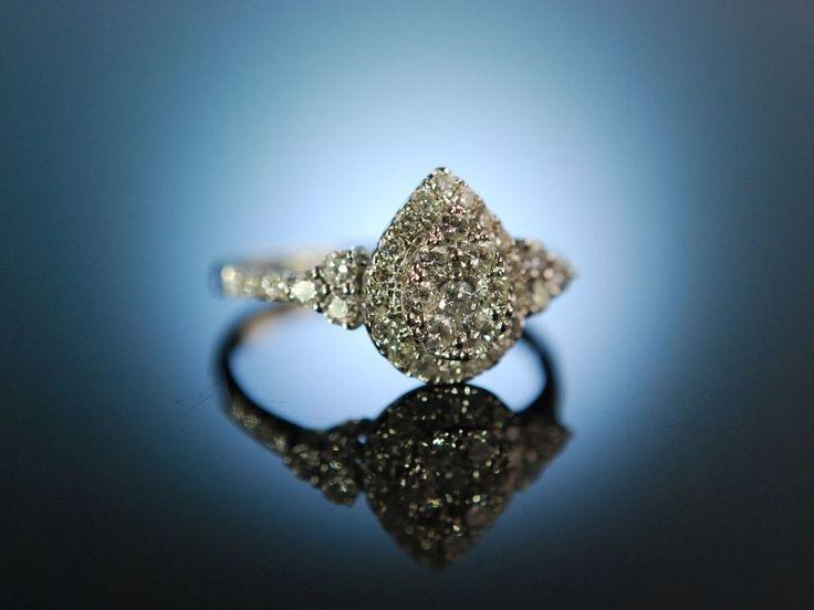 Say yes! Classy diamond engagement ring! Wundervoll funkelder Verlobungs Ring Weiß Gold 750 / 18 Karat, tropfenförmig besetzt mit Diamanten Brillanten ca. 0,8 Carat, der perfekte Ring für den Heiratsantrag am Valentinstag, besondere Verlobungsringe bei Die Halsbandaffaire München