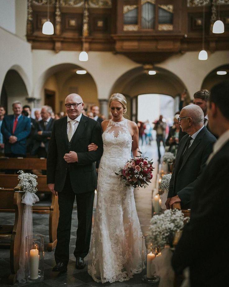 Unsere wunderschöne Braut Brigitte bei Ihrem Gang zum Altar✨einfach atemberaubend! #brautmodediamore #diamore #braut #brautmode #braut2018 #brautkleid #brautkleider #emotional #bride #bridal #bridalgown #brides #bridetobe #bride2be #bridalfashion #thatwalk #düsseldorf #aachen #hürth #brühl #bonn #koeln #köln #hochzeit #hochzeit2018 http://gelinshop.com/ipost/1516523305476536493/?code=BULxelUh7it
