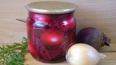 Вот так просто готовится маринованный лучок со свеклой на зиму. Лук приобретает нежно розовый цвет, и свекла тоже очень вкусная получается