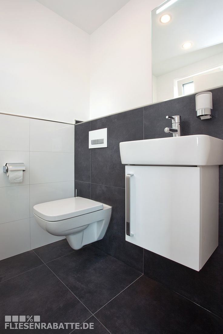 fliesen im g ste wc bodenfliesen mit an der wand verlegt toller kontrast zur wei en keramik. Black Bedroom Furniture Sets. Home Design Ideas