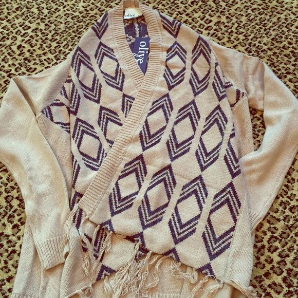 BNWT CAMEL & NAVY FRINGE HIPSTER OPEN FRONT CARDI What more needs to be said! This is a classic color combo open front PONCHO CARDI. Super comfy and soft. Brand new with tags and never worn! Styles back to anything! Personally I love with skinny jeans and booties! Olive & Oak Sweaters Shrugs & Ponchos
