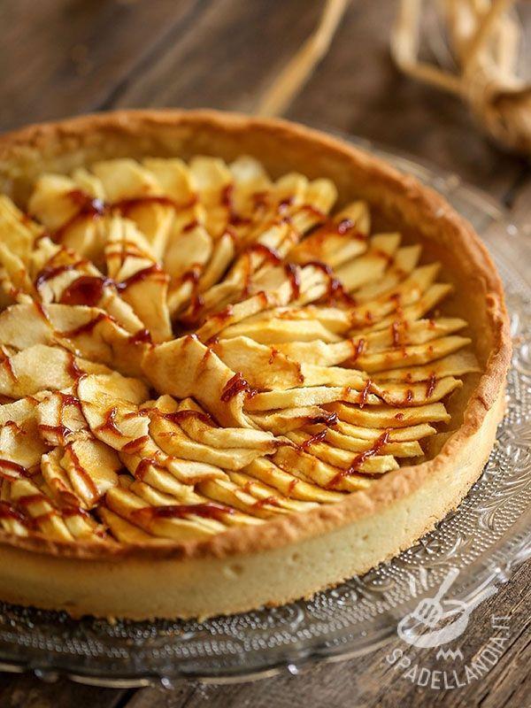 Apple pie French - Questa ottima Torta di mele alla francese è preparata con crema frangipane. Se avete un po' più di tempo, preparate in casa la farina di mandorle! #tortadimele #tortadimeleallafrancese