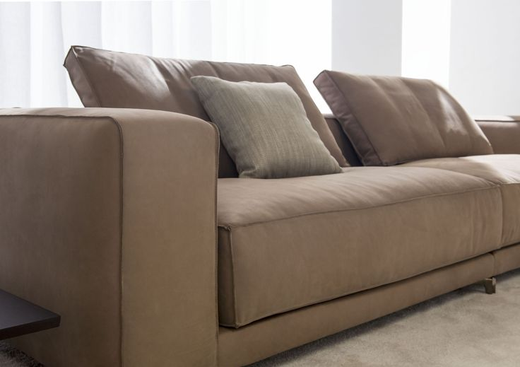 Christian sofa calls for large proportions and volumes, perfectly outlined by the cozy seat cushions, seat backs and soft tailoring details, such as plucked stitching in the fabric version and a raw cut in the leather version. #madeinitaly #customsofa #leathersofa