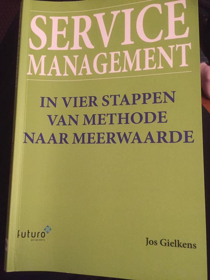 """Leuke reactie van Johan over het boek 'Service Management' van Jos Gielkens: """"Boek aan het lezen van Jos Gielkens, Service Management, ben benieuwd"""". Heel veel leesplezier en profijt Johan. #servicemanagement #josgielkens #futurouitgevers"""